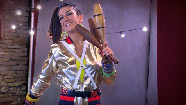 bayley hot cleavage (3)