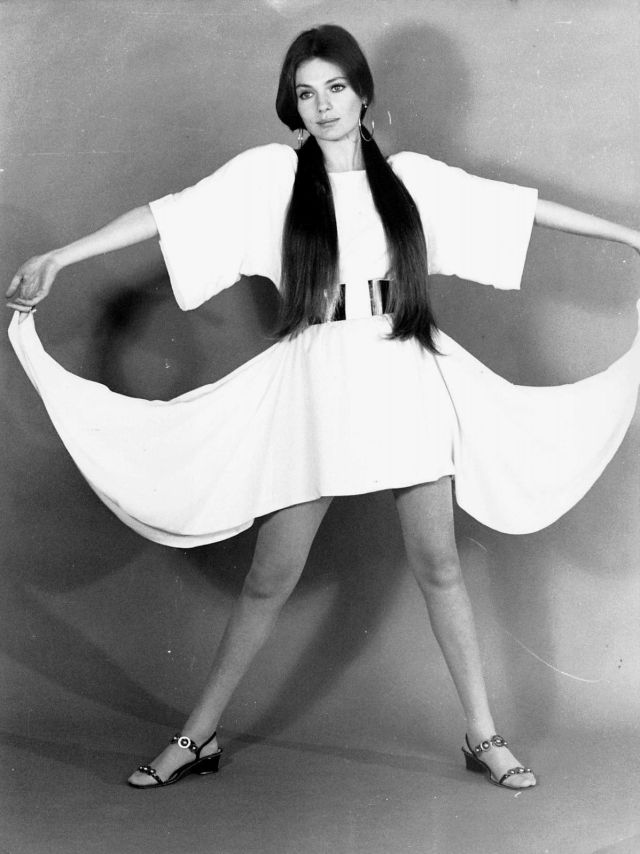 jacqueline-bisset awesome legs