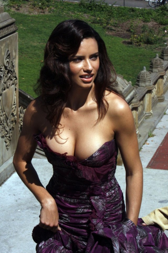 Adriana Lima Sexy Big Boobs Pictures