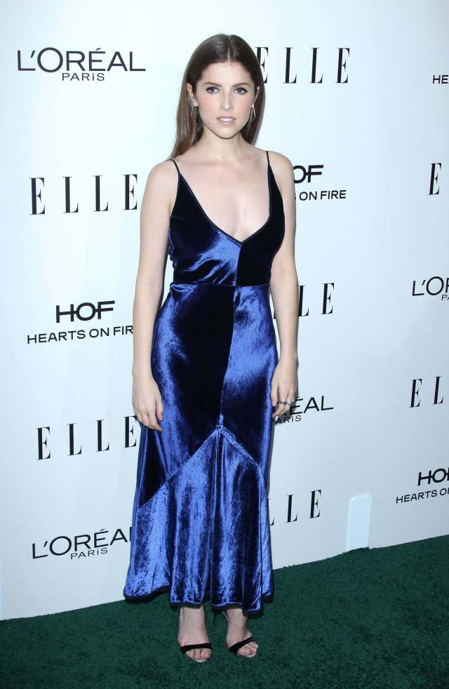 Anna Kendrick cleavages hot