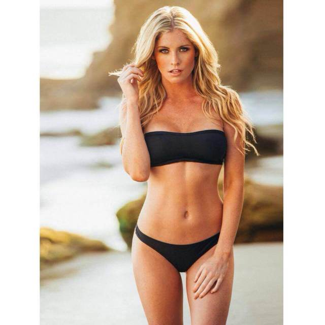 Carly Lauren cleavages awesome