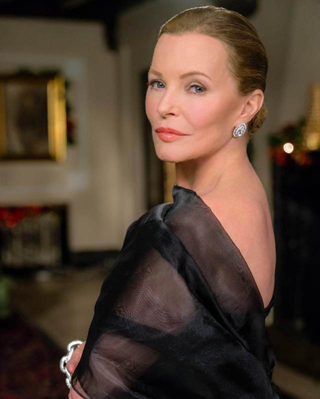 Cheryl Ladd sexy cleavages pictures