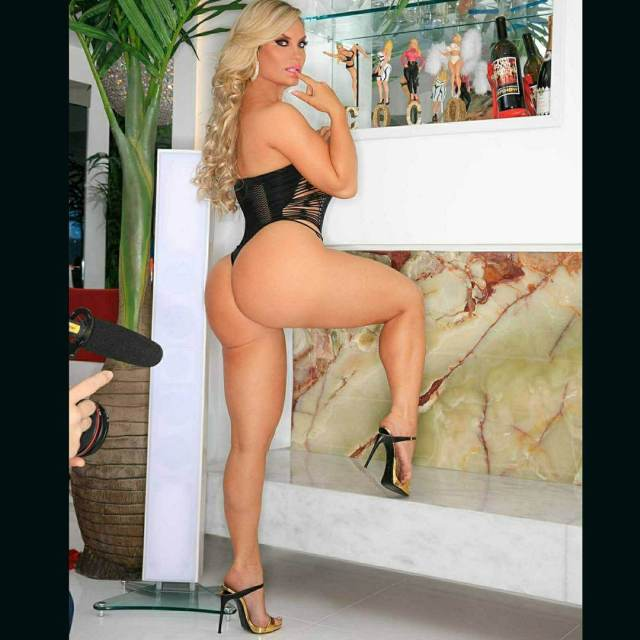 Coco Austin sexy ass pic