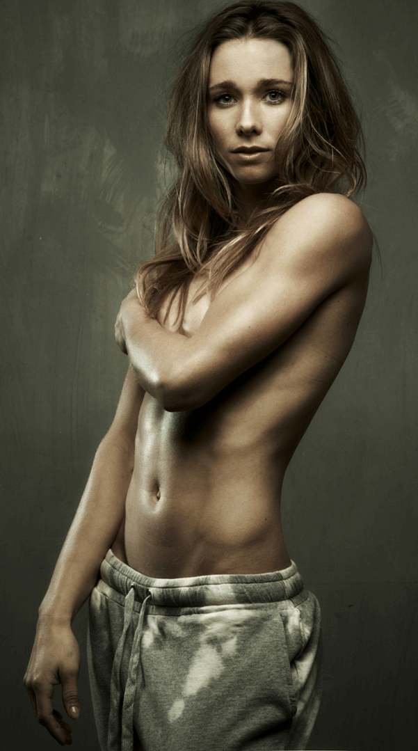 Ellen-Hoog beautiful topless