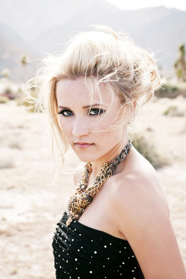 Emily Osment sexy side pic