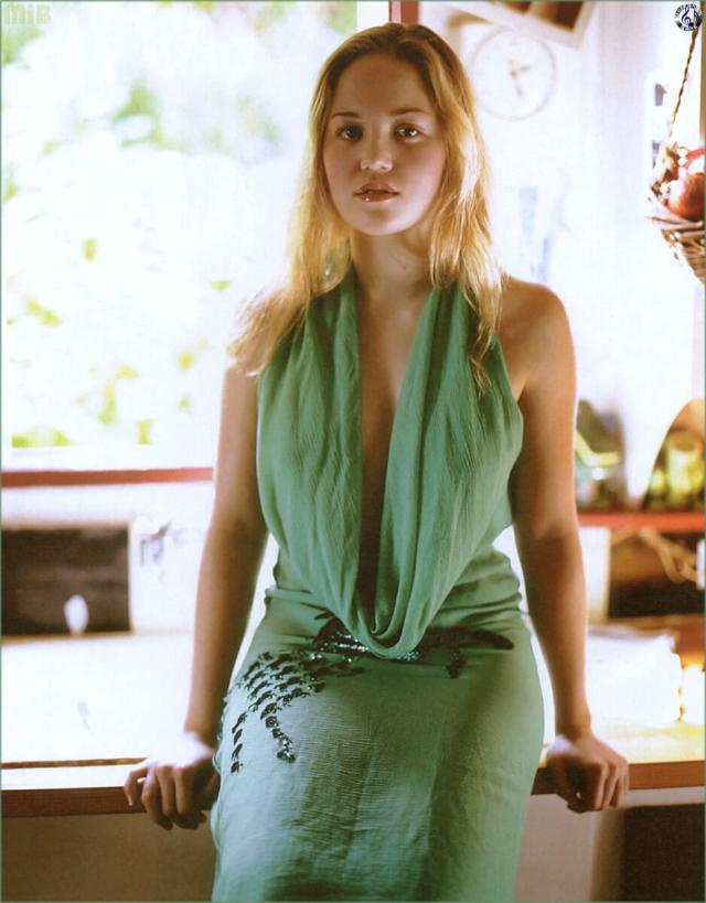 Erika Christensen cleavages awesome pics