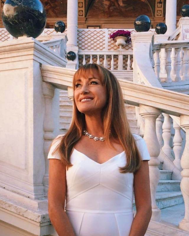 Jane Seymour sexy pictures