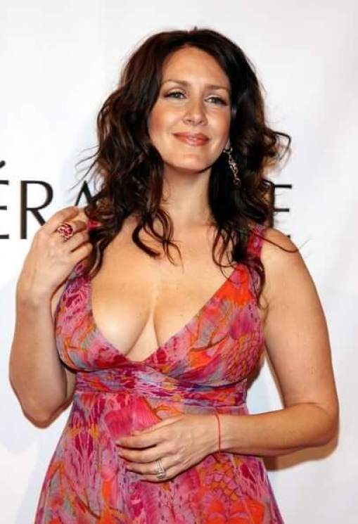 Joely Fisher awesome side boobs