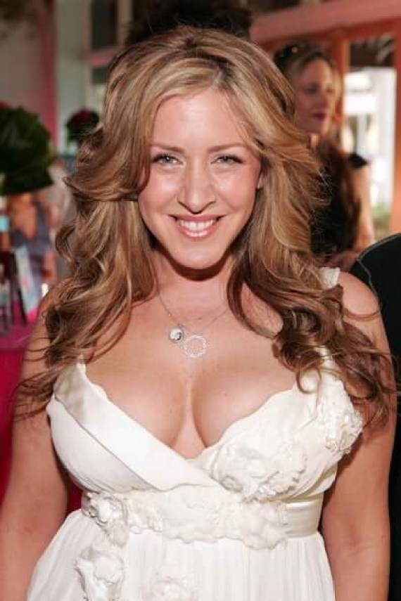 Joely Fisher cleavages awesome