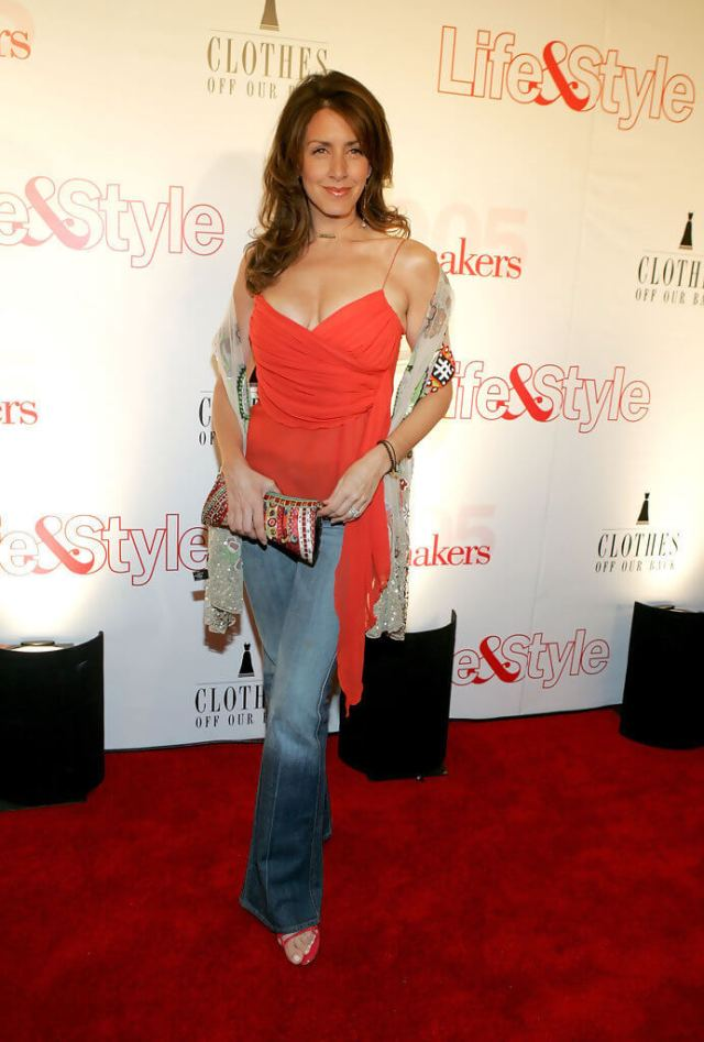 Joely Fisher feet hot