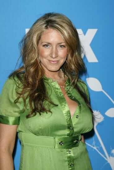 Joely Fisher hot cleavages pic