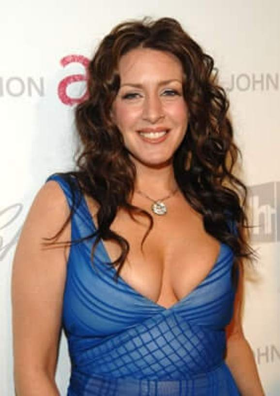 Joely Fisher sexy cleavages