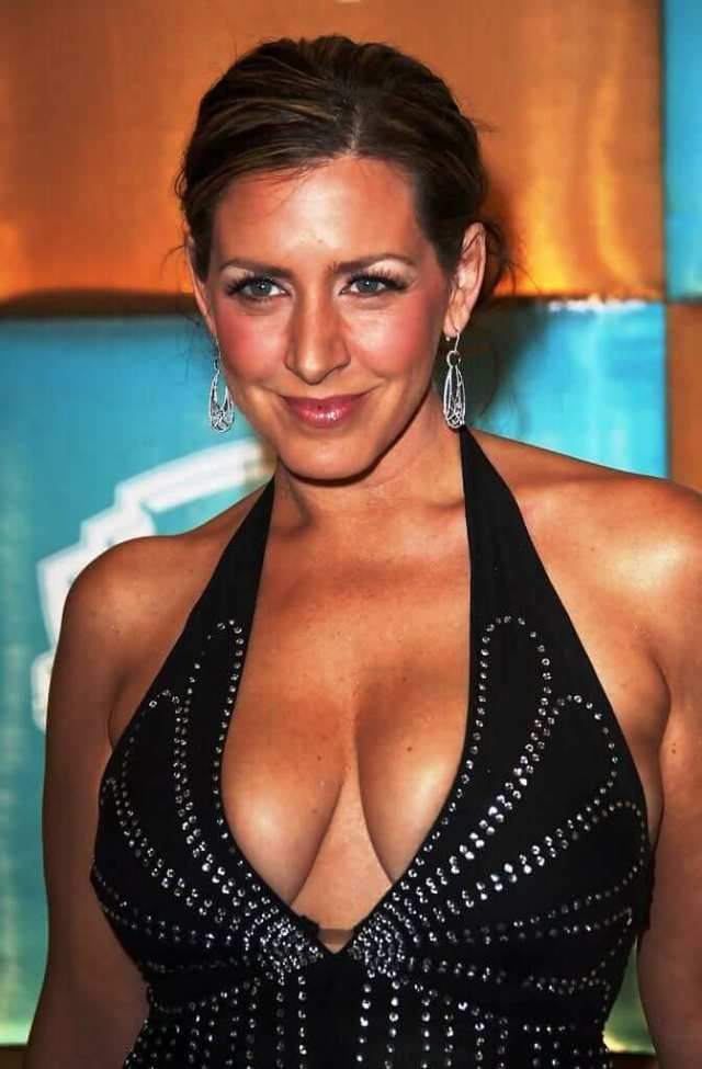 Joely Fisher sexy pics