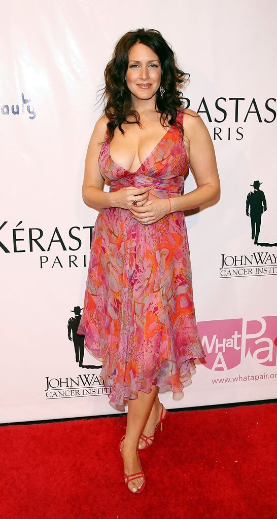 Joely Fisher thighs hot