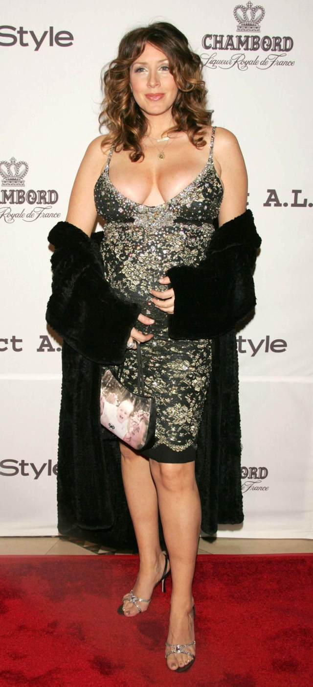 Joely Fisher thighs sexy