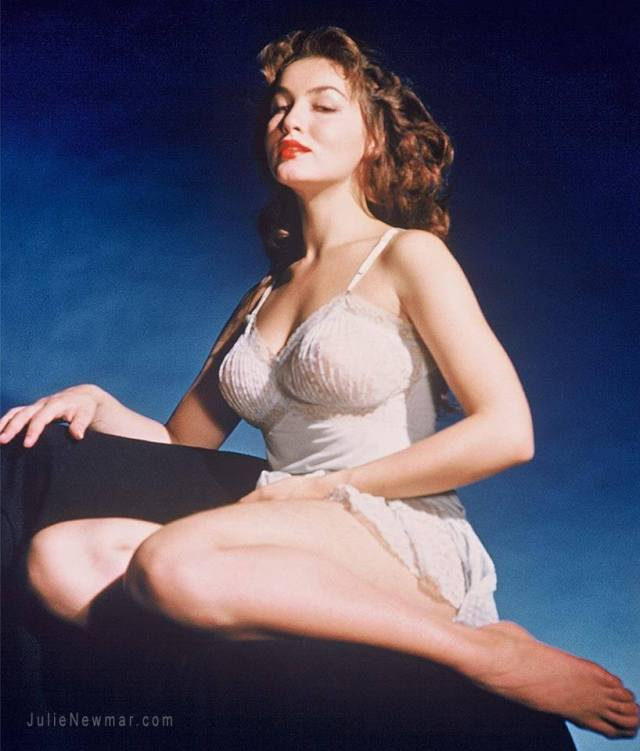 Julie Newmar hot busty pic