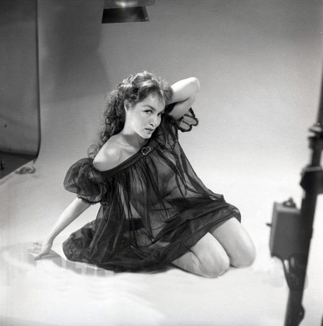 Julie Newmar hot picture (2)