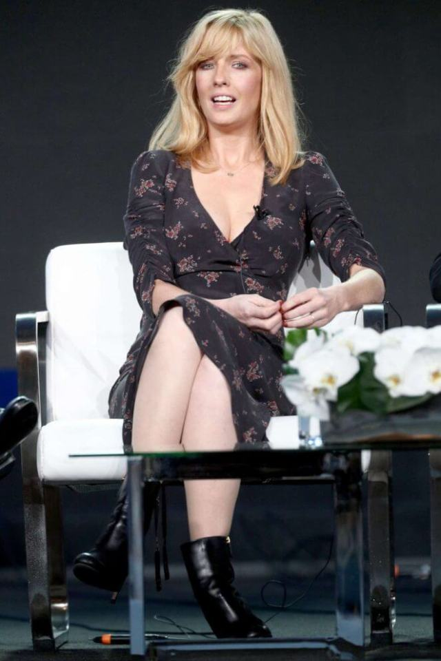 Kelly Reilly sexy look