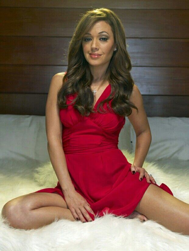 Leah Remini thighs sexy (2)
