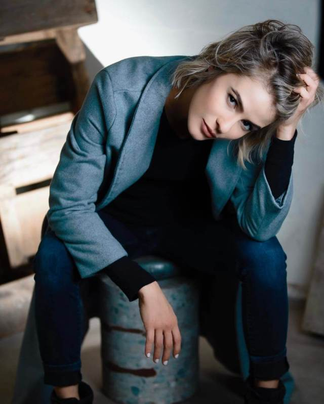 Linsey Godfrey awesome pic