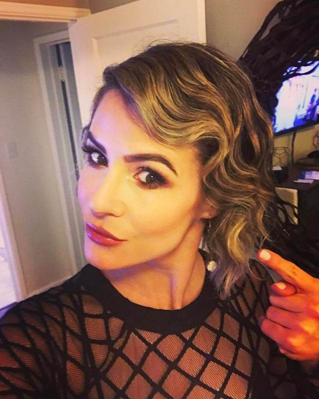 Linsey Godfrey sexy hairs pic