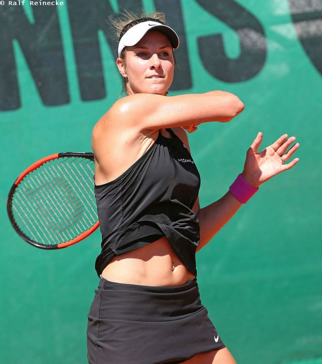 Mandy Minella hot cleavages picture