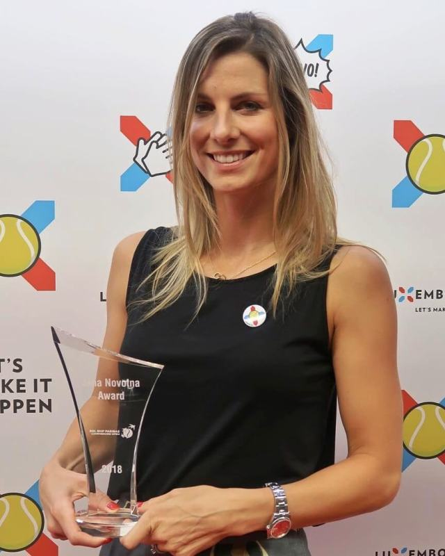 Mandy Minella sexy cleavage pictures
