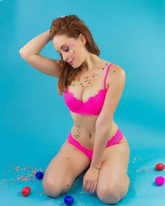 Meg Turney hot cleavages pic (2)