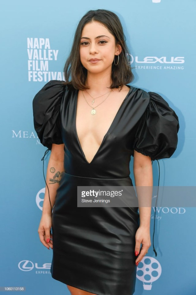 Rosa Salazar awesome cleavages pic 1