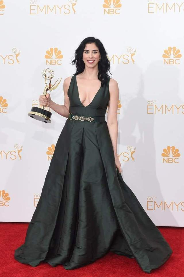 Sarah Silverman sexy cleavages pics