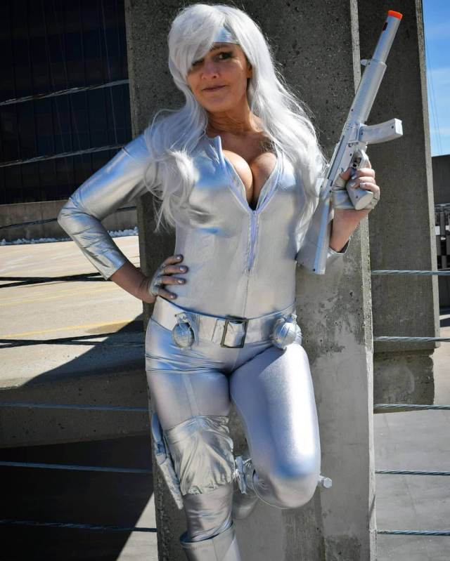 Silver Sable cleavage photo (2)