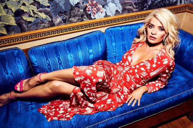 holly Willoughby very sexy photo