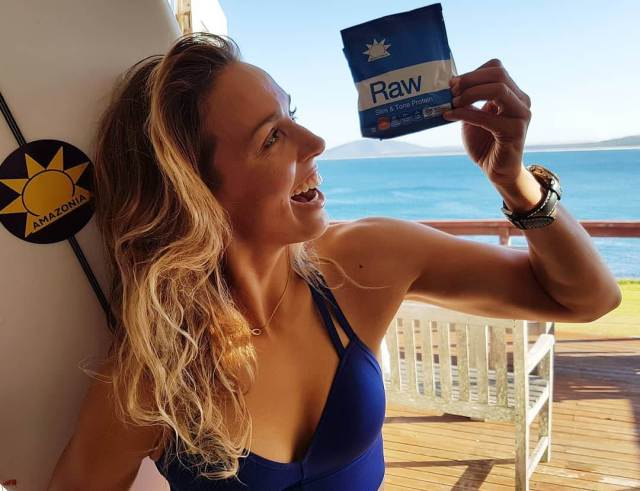 sally fitzgibbons smile face
