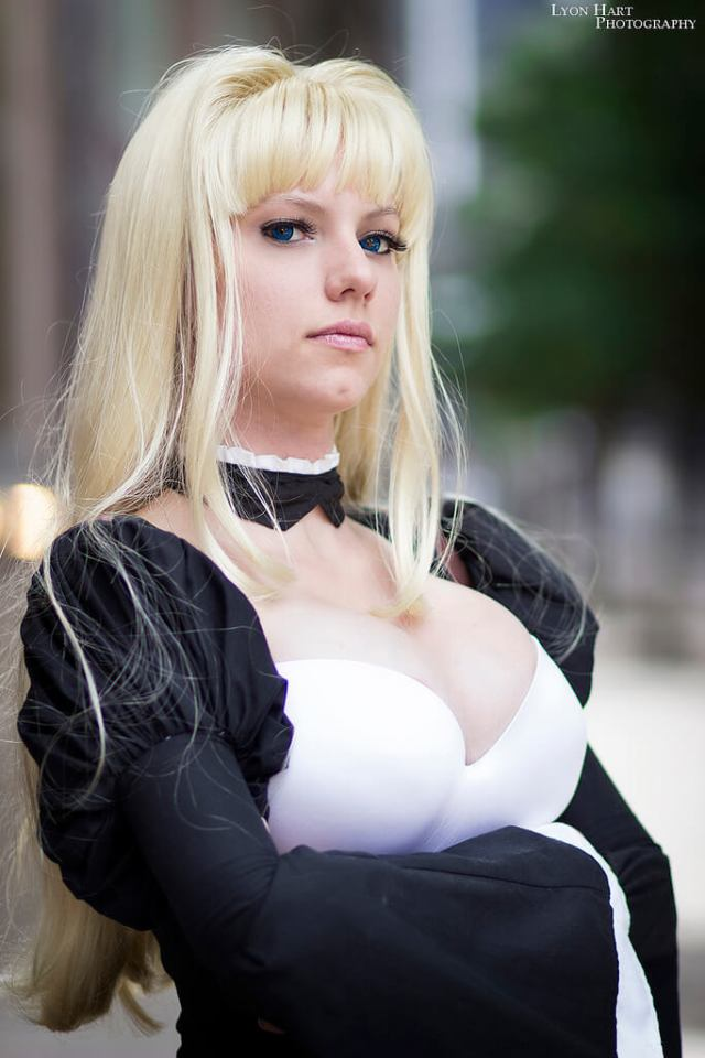 tsukiumi cleavages sexy pic