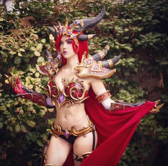 Alexstrasza sexy busty pictures (3)