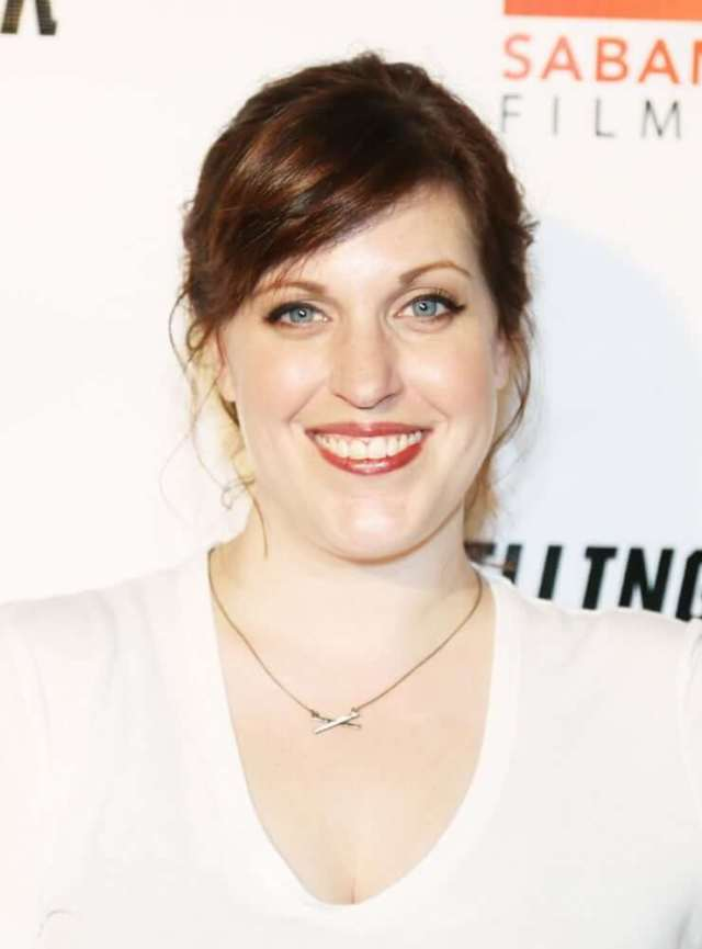 Allison Tolman sexy cleavage pic