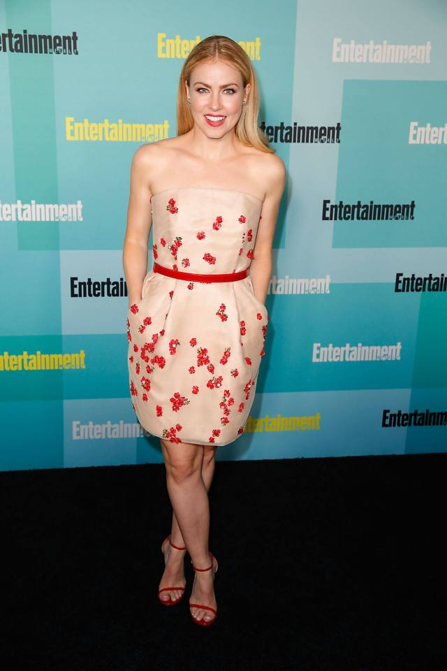 Amanda Schull hot photo