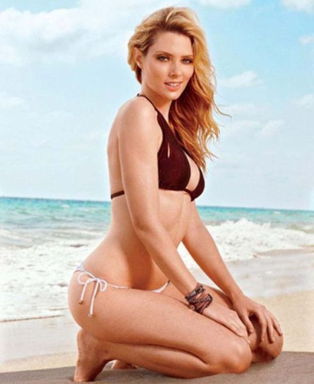 April Bowlby Sexy Butt Photo