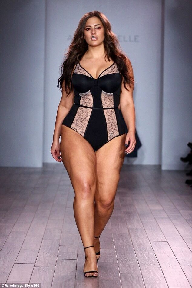 Ashley Graham thighs hot pics