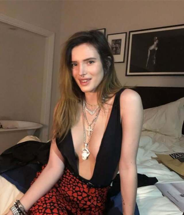 Bella Thorne sexy cleavages