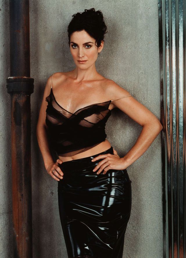 Carrie Anne Moss Hot Photoshoot
