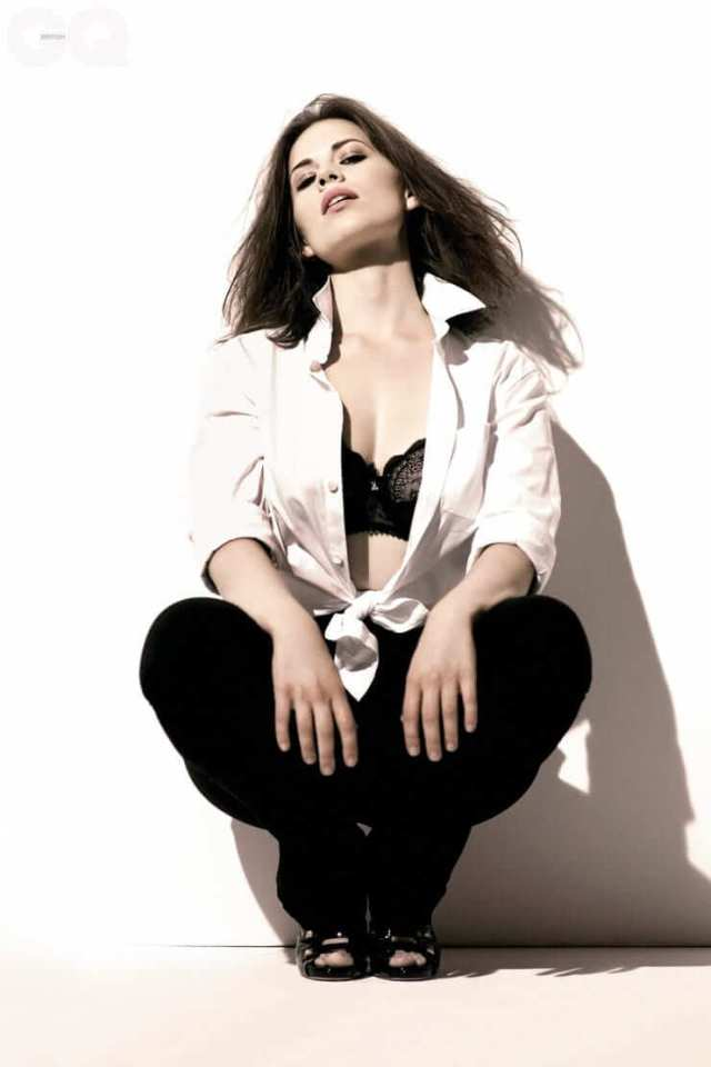 Hayley Atwell hot cleavages (2)