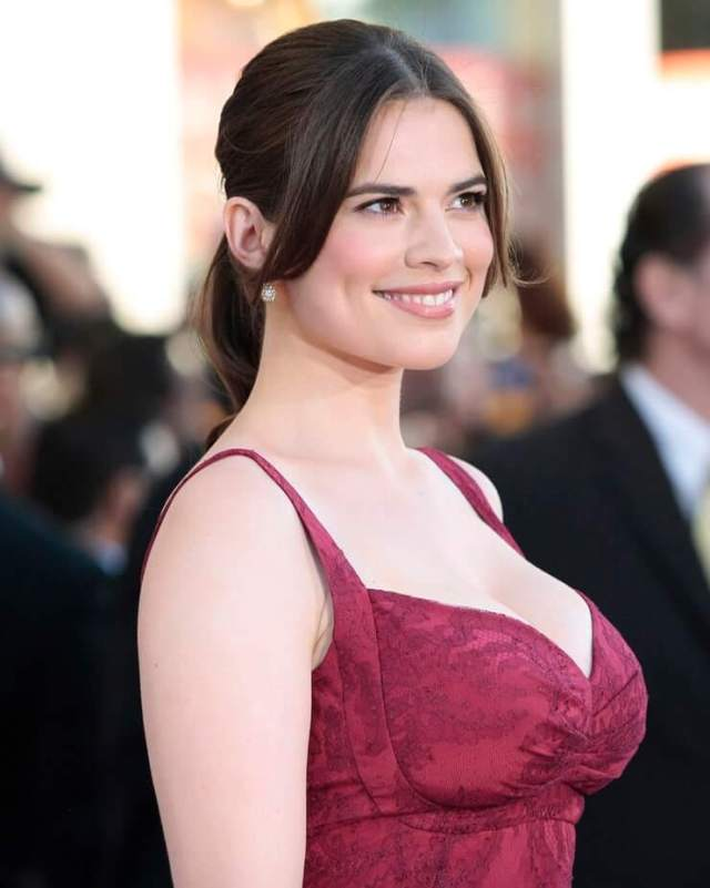 Hayley Atwell hot side pciture (2)