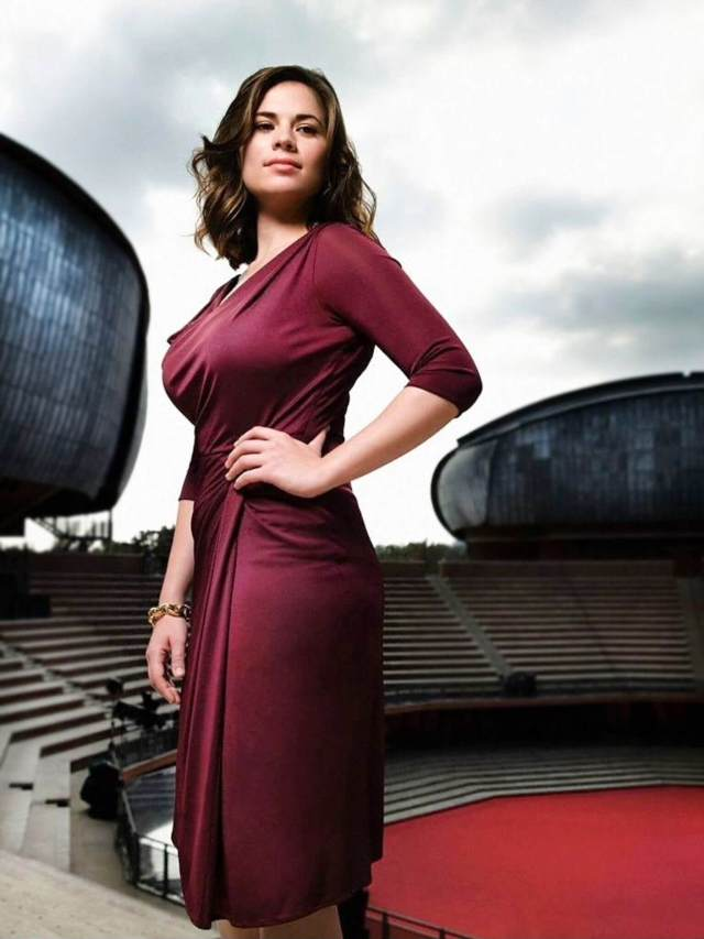 Hayley Atwell hot side pictures