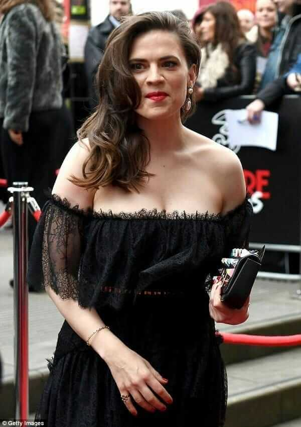 Hayley Atwell sexy cleavage pcitures