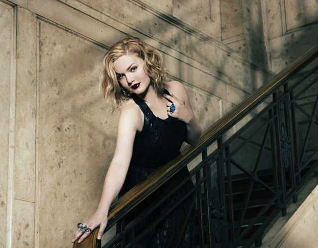 Holliday-Grainger awesome dress (2)