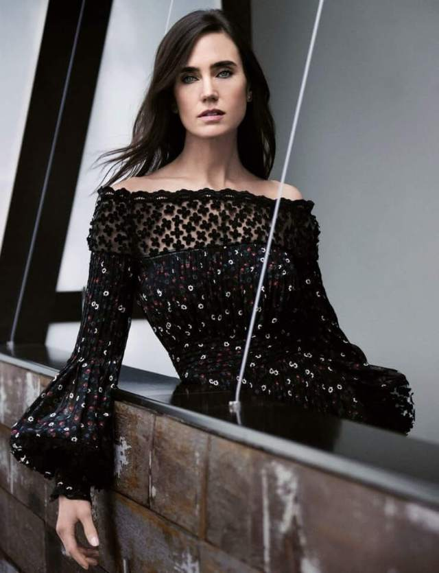 Jennifer Connelly awesome cleavages