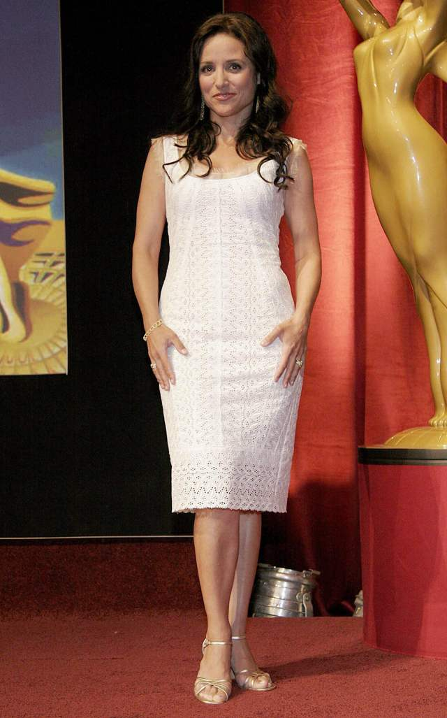 Julia Louis-Dreyfus awesome feet picture