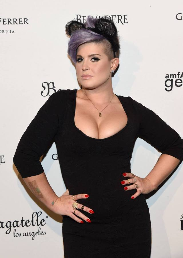 Kelly Osbourne hot busty pictures