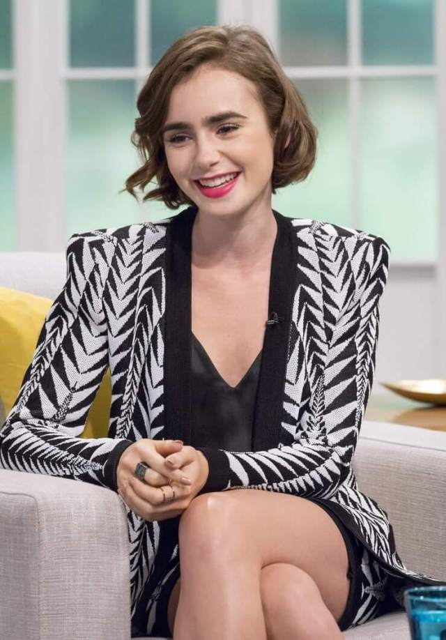 Lily Collins smile pic